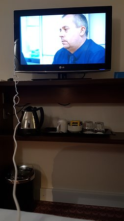Magor, UK: Using the TV USB port to charge my phone