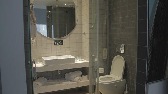 K29: Bathroom.