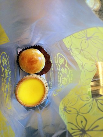 Tai Cheong Bakery : Egg tart and Salted Egg Pastry