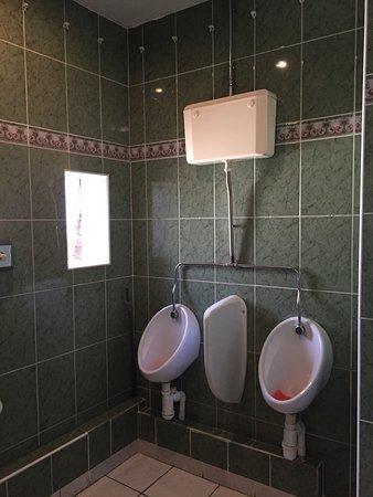 Hatters Hostel Birmingham: 衛浴空間
