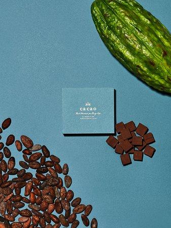 Ca ca o, Lumine Shinjuku: ANAファーストクラスで提供されている、アロマ生チョコ。小町通りの石畳、アロマミルク。