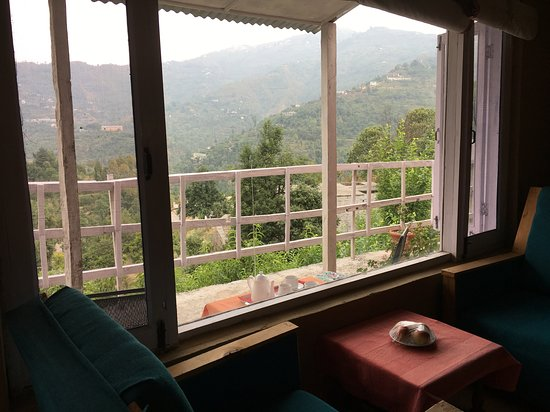Ek Chidiya Cottage: Valley of peaches and plums