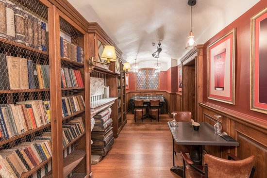 Beer House & Craft Kitchen: England room - inspired by English pubs and libraries