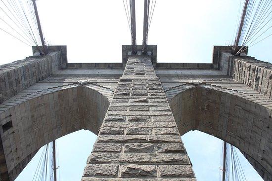 Jembatan Brooklyn: Pylon.