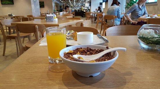 แมนดาริน รุยเดง โฮเต็ล ชางไฮ Duolun Rd. บรานช์: Beispiel Essen - Osaft und Cornflakes