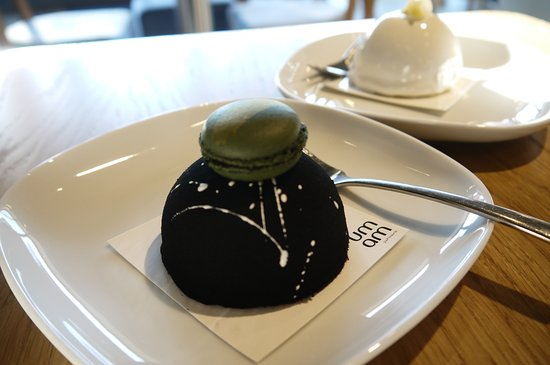 Marina Cafe : Matcha and blackcurrant