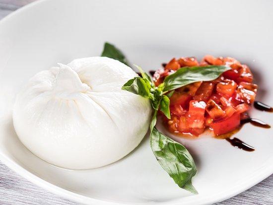 Pane & Olio: Буррата с тартаром из сладких томатов