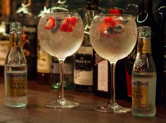 Town Hall Tavern : Have you tried a fruity gin and tonic?