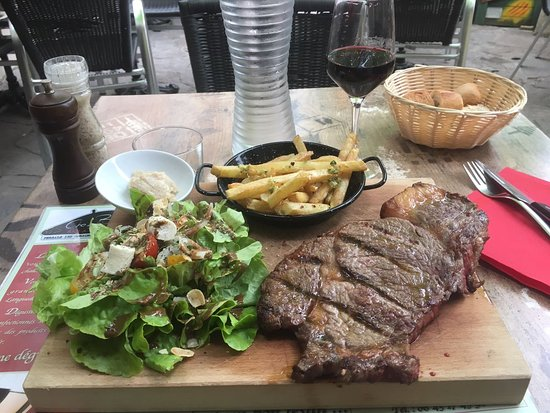 Ferrals-les-Corbieres, Fransa: The steak was bigger than my head.