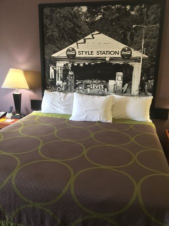 Super 8 by Wyndham Fairfield Tx : King Bed