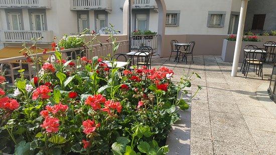 Hotel Helianthe: Terrasse de  l'hôtel Hélianthe à Lourdes