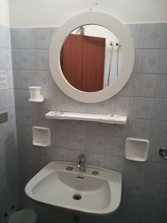 Hotel Magriv: dettaglio bagno Camera x 4