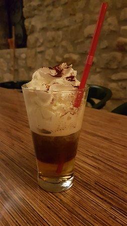 Laurac-en-Vivarais, Frankrike: Pizzeria- irish coffee