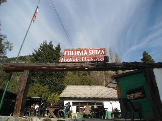 Colonia Suiza: tortas fritas de gra soñadas $ 35 rellenas de jamon y queso