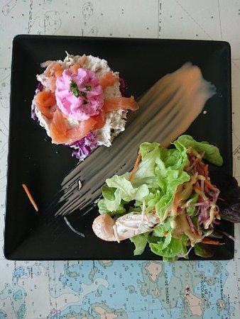Plobannalec-Lesconil, France: Entrée du printemps émietté de poissons au choux rouges
