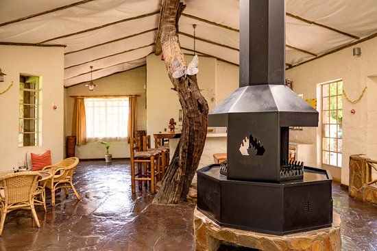 Bar and fireplace at the restaurant of Ondekaremba Lodge