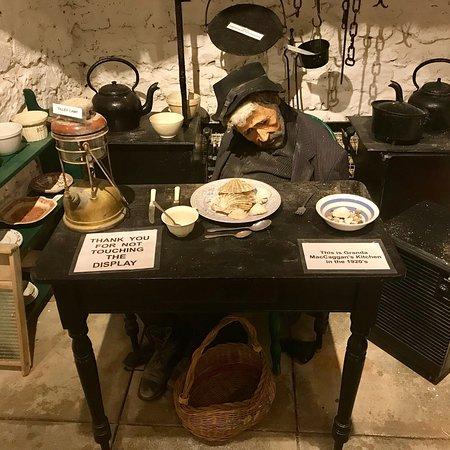 Rathlin Boathouse Visitor Centre: Granda MacCaggan's kitchen