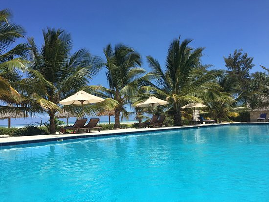 Kisiwa On The Beach Resort: full occupancy but the pool never crowded
