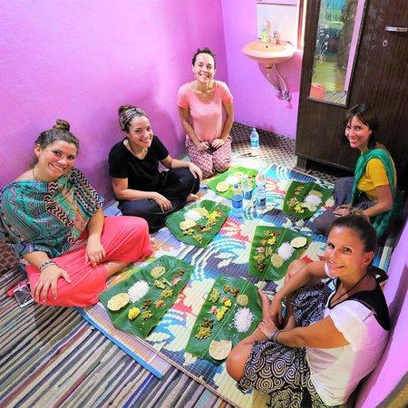 Macro Viagens: Uma refeição em casa de uma família tradicional.