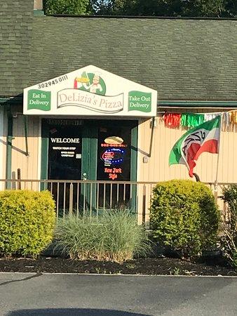 Delizia's Pizza: Delizia's entrance
