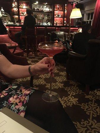 Chewton Glen Hotel & Spa: The lounge pre dinner drinks