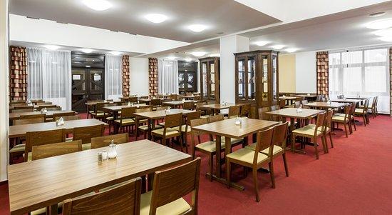 Hotel Globus: Breakfast restaurant