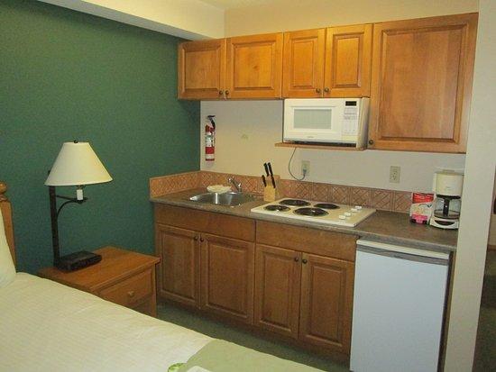 Coast Sundance Lodge: Kitchenette im Zimmer