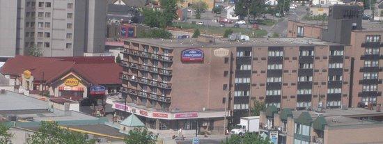 Howard Johnson Hotel by Wyndham by the Falls Niagara Falls: Howard Johnson and Denny's Niagara Falls Canada