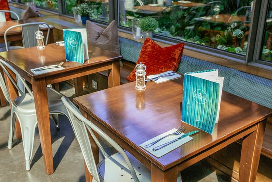 Byward Kitchen and Bar: Tables for two