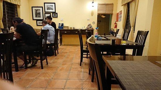 Authentic Vietname Restaurant DenLong-Lantern- : 日本人だらけの2階テーブル席