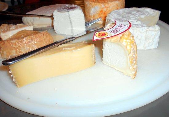 Saint Seine L'Abbaye, Francja: Plateau de fromages de la région Bourgogne