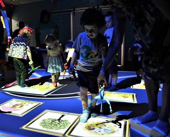Emerald Coast Science Center: SMALLab allows players to immerse themselves in learning on a 15x15 playing field.