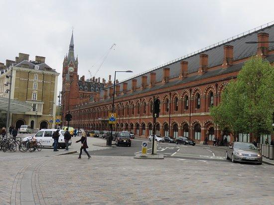 St. Pancras International Station: Salah satu sisi luar stasiun