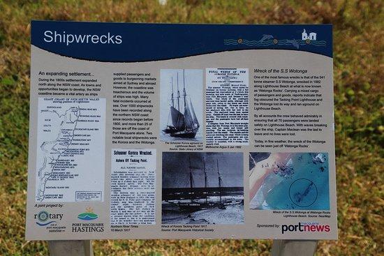 Tacking Point Lighthouse: Shipwrecks