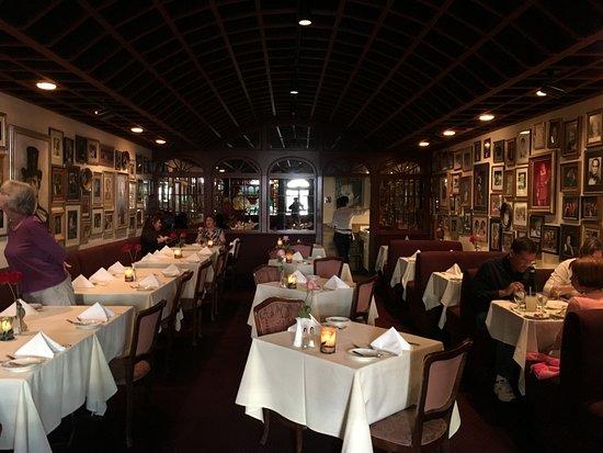 La Traviata : dining room