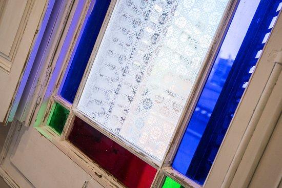 Alambi Restaurant : Detalle ventana estilo modernista