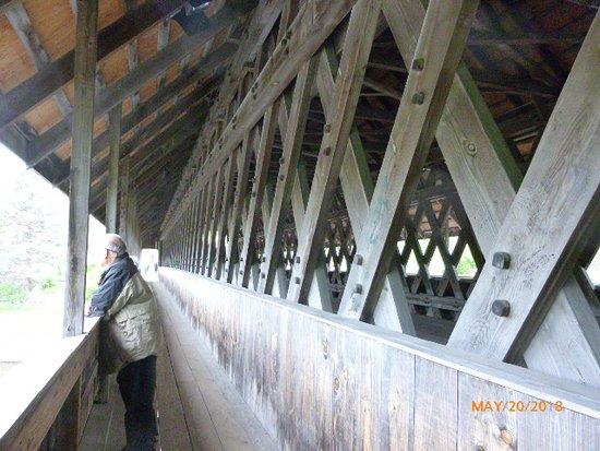 Bavarian Inn Restaurant: NEARBY COVERED BRIDGE
