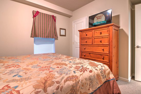 Cedar Lodge Condominiums: Cedar Lodge Vacation Condo Rental, Downtown Pigeon Forge, Unit 102, 2 Bedroom 2 Bath