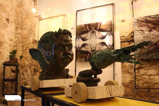 Gela, Italien: Personale di Scultura e arte digitale di Leonardo Cumbo