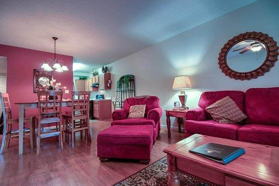 Cedar Lodge Condominiums : Cedar Lodge Vacation Condo Rental, Downtown Pigeon Forge, Unit 103, 2 Bedroom 2 Bath