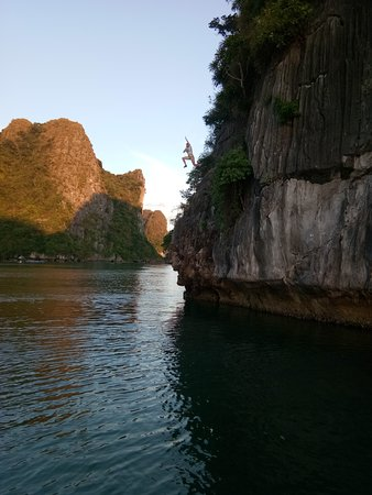 Cat Ba Climbing: Deep water solo
