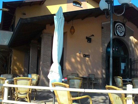 San Clemente, Italia: vista del bar dall'esterno