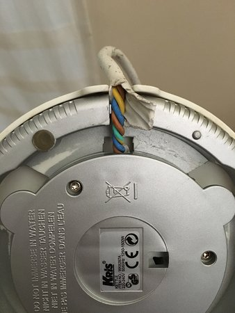 The Jayakarta Suites Komodo-Flores : Unsafe electrical appliances with copper wiring exposed