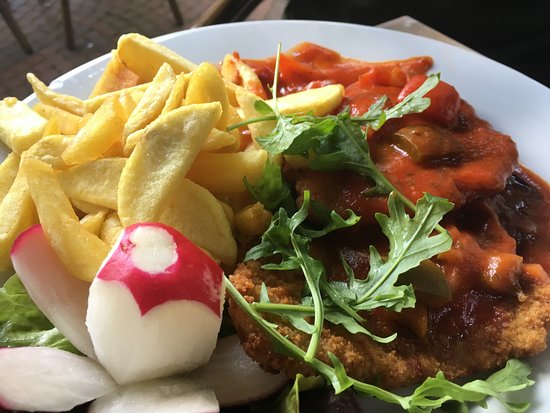 Wurselen, Germany: Schnitzel with sauce and chips