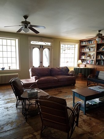 Musser's Historic Country Suites: Common Area Available Guests