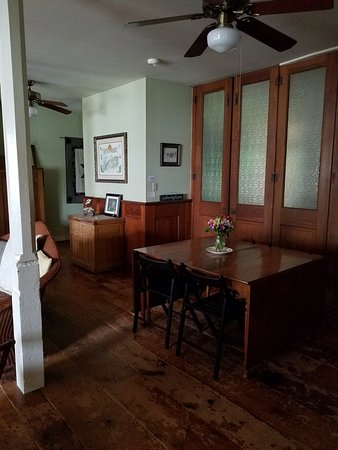 Musser's Historic Country Suites: Another View of the Common Area
