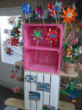 Ile-Tudy, France: le kiosk tudy place de la cale, tous les jours ouverts