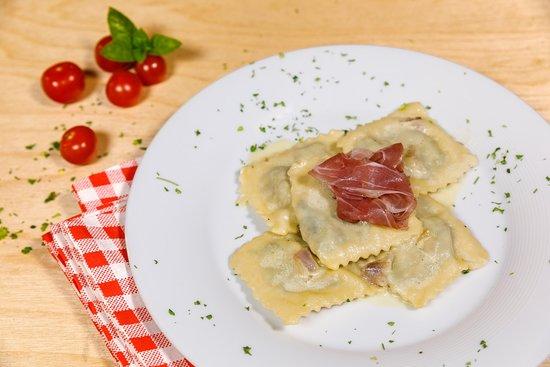Peperone Pizza Pasta: Ravioli Ricotta & Spinach