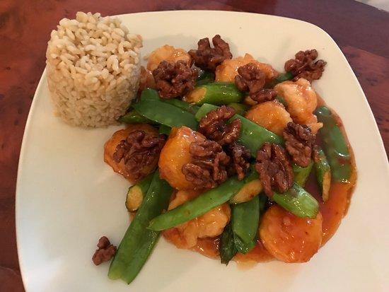 Confucius Chinese Cuisine: Walnut Shrimp & Scallops