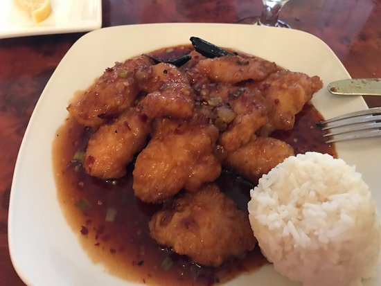 Confucius Chinese Cuisine: General Tso Chicken